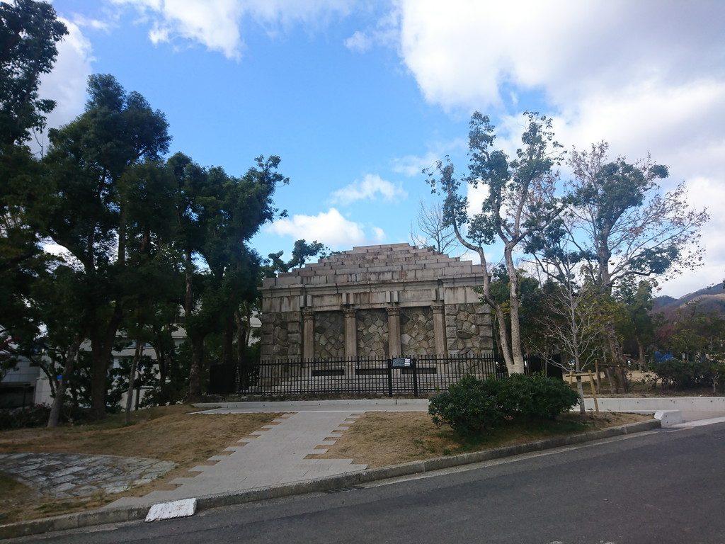 伊藤博文銅像の台座