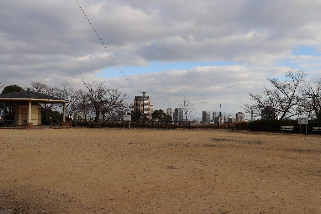 諏訪山公園の広場