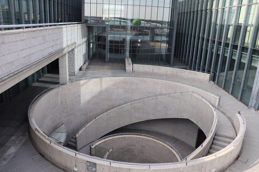 兵庫県立美術館円形テラス