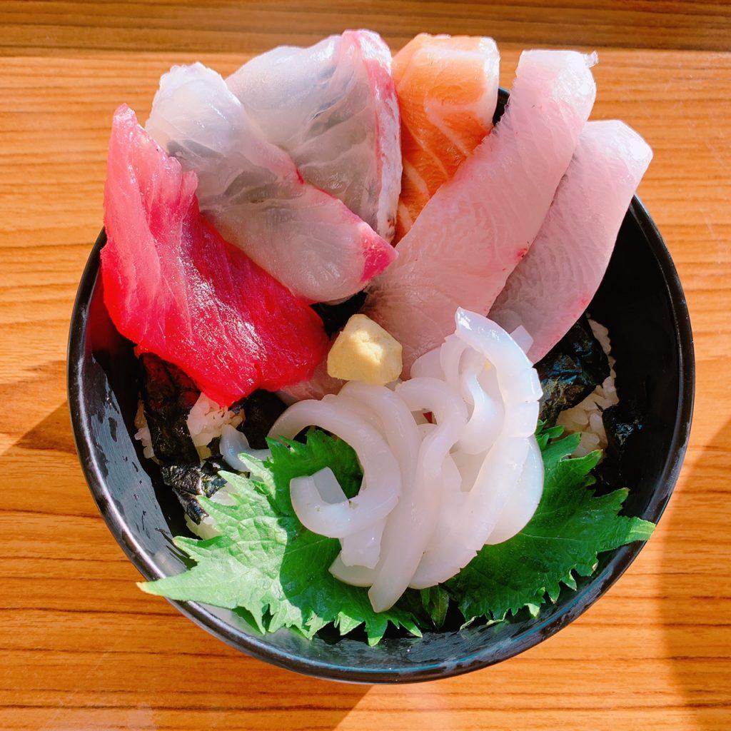 神戸漁師獲れたてはみだし海鮮丼