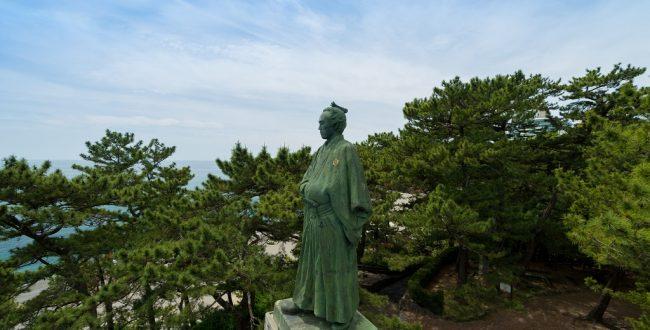 桂浜の坂本竜馬像写真提供:ピクスタ
